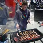 Cuisson des saucisses au barbecue